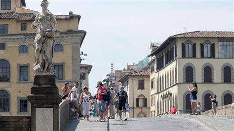 Centro Per L Impiego Bagno A Ripoli by Firenze Slitta Il Restauro Delle Statue Di Ponte Santa