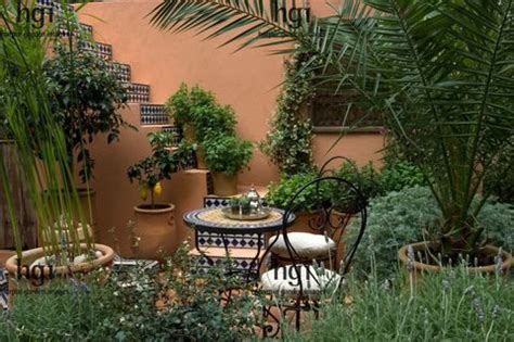 Small Mediterranean Garden Ideas Small Mediterranean Garden With Potted Planters Courtyard Mediterranean Garden Courtyards