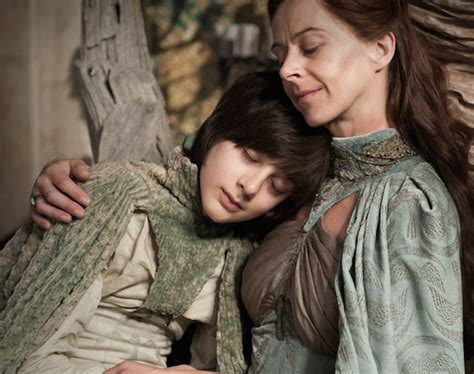 game of thrones child actor breastfeeding i m one of those moms that s breastfeeding her kid through
