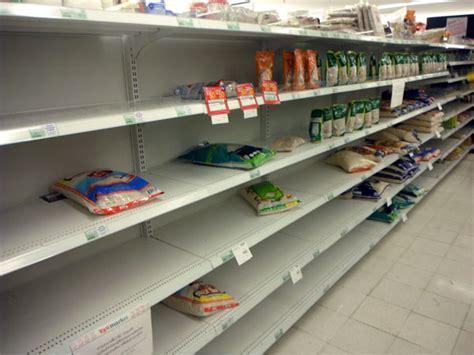 arredamenti per negozi usati compro arredamento negozio usato scaffalature