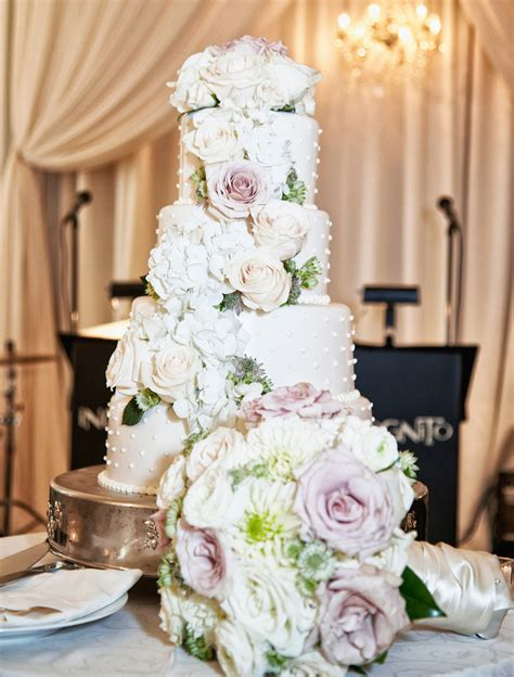 Wedding Cake Fresh Flowers by Wedding Cakes 20 Ways To Decorate With Fresh Flowers