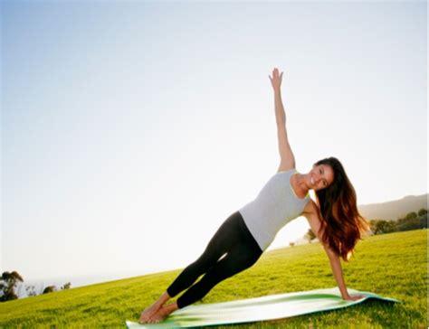 imagenes de yoga flow una sola postura de yoga al d 237 a ayuda a mejorar la columna