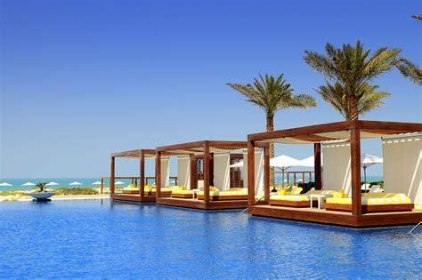 dubai beach resorts    beach vacation