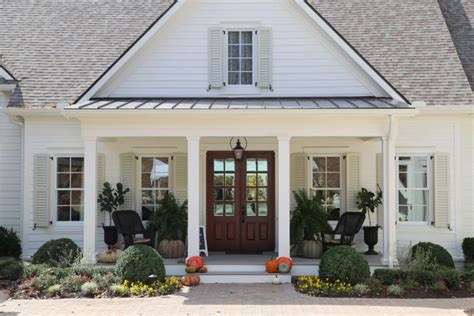 southern living home show exploring farmhouse style home exteriors lindsay hill