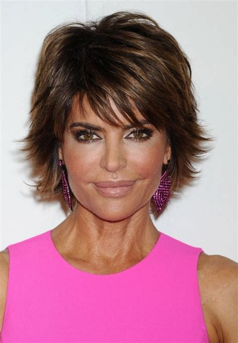 short razored haircuts for women over 40 lisa rinna short layered razor haircut with bangs for