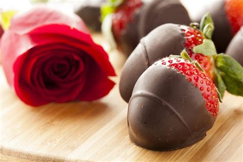Chocolate Covered Strawberry Minus The Calories the calories of chocolate dipped strawberries in edible