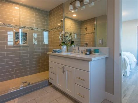 Bathroom Remodel Ideas For Small Bathroom by Hgtv S Flip Or Flop Hgtv