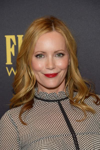 leslie mann short hair leslie mann long wavy cut hair lookbook stylebistro