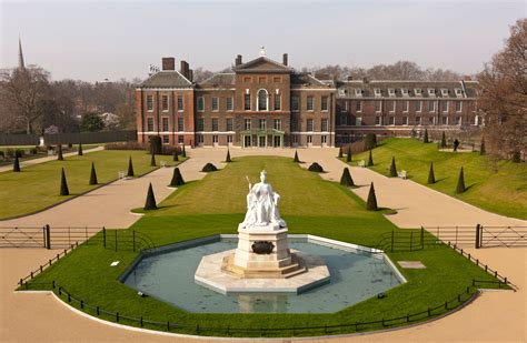 kensinton palace diana her fashion story at kensington palace the