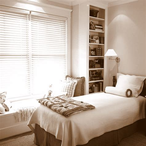 Built In Shelves In Bedroom by Guest Bedroom With Built In Window Seat And Book Shelves