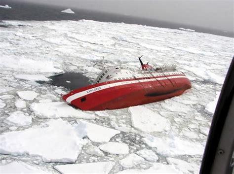 cruise ship sinks off antarctic - Sinking Boat Icebreaker