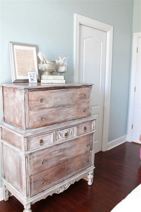 adorable white washed furniture pieces  shabby chic  beach decor digsdigs