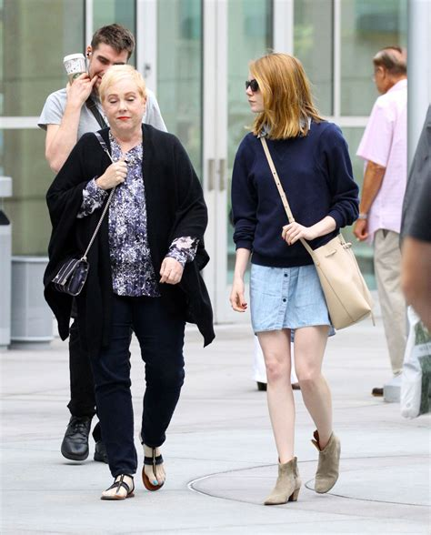 emma stone mom emma stone and her mother krista out in hollywood 10 18