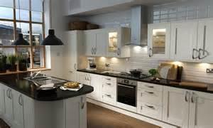 cream shaker furniture: shaker cream matt kitchen image