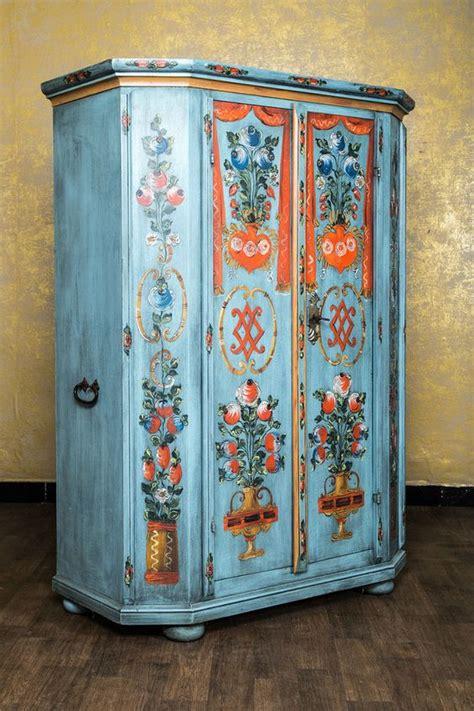 bauernschrank bemalt bauernschrank landhausstil bemalt antik blau schr 228 nke