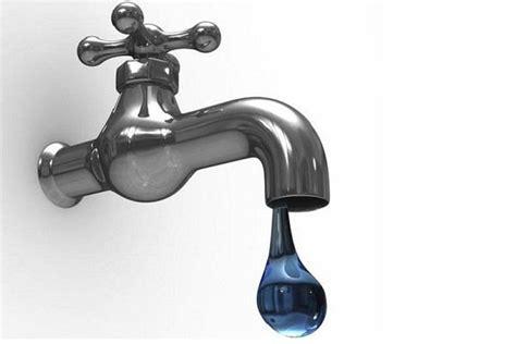 rubinetto perde acqua chiudere casa per le vacanze
