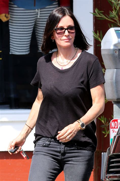 Latest On Courtney Cox March 2015 | courtney cox leaves brentwood country market 04 29 2015