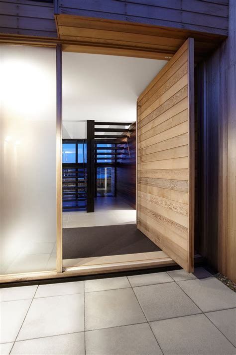 Home Recording Studio Doors 10 Exles Of Homes With Large Pivoting Doors Contemporist