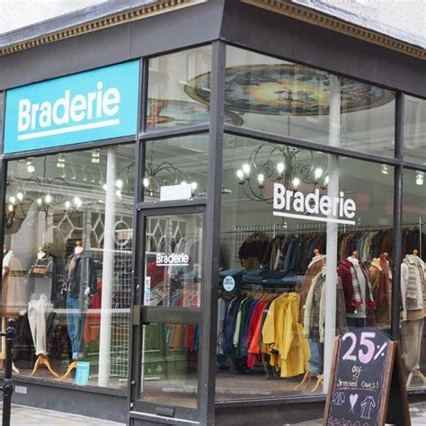 vintage clothing and fashion braderie