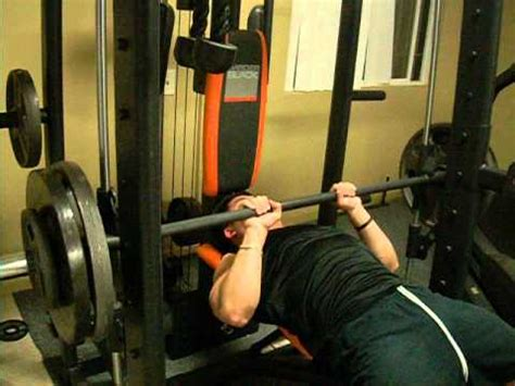 245 bench press superman mike close grip bench press 245 lbs x 15 youtube