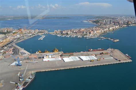 porto taranto governo propone ai cinesi il porto di taranto per le