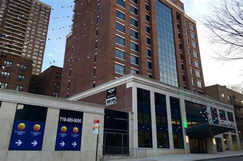 comfort inn queens new york controversial hotel will be operated by comfort inn
