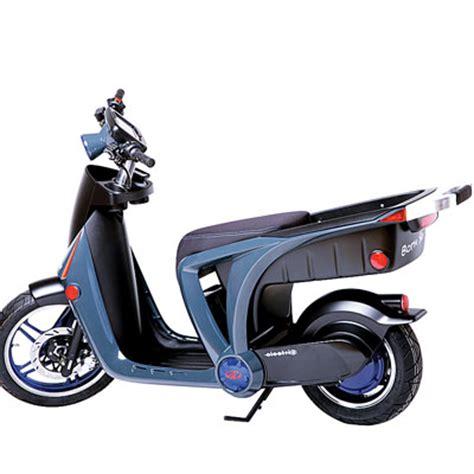 Pasthan Carla mahindra mahindra to ride electric scooter into us