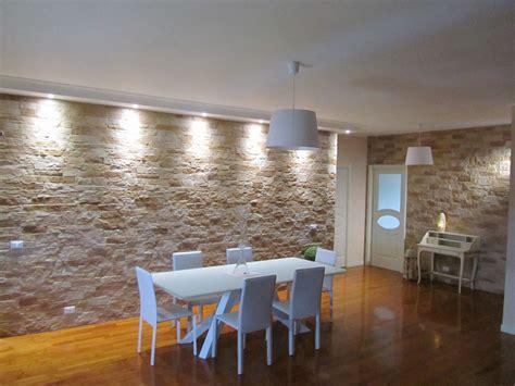 soggiorno con parete in pietra parete finta pietra soggiorno idee per il design della casa