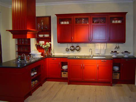 red kitchen design ideas مطابخ خشبية باللون الاحمر المرسال