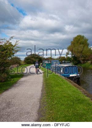 boat mooring leeds boat moorings on leeds and liverpool canal at wheelton