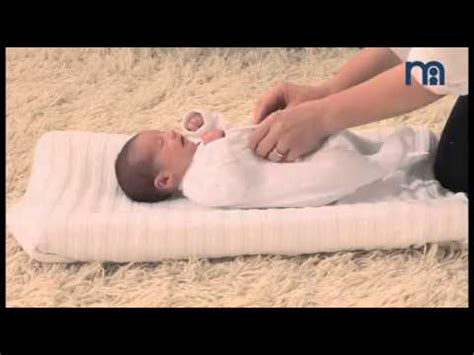Dress Bayi Newborn how to dress your newborn baby bagaimana cara memakaikan baju bayi baru lahir