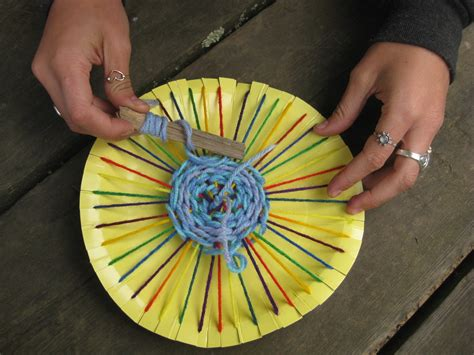 paper plate weaving craft arts and crafts with popsicle sticks and yarn images