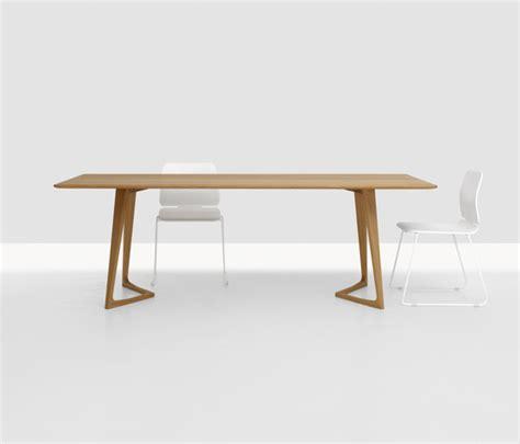 Buy The Zeitraum Twist Table Twist Restaurant Tables From Zeitraum Architonic