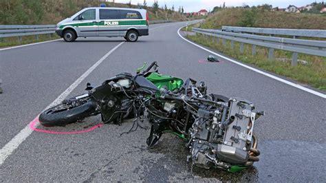 Unfall Motorradfahrer Chemnitz by T 246 Dlicher Unfall Biker 22 Kracht In Gegenverkehr