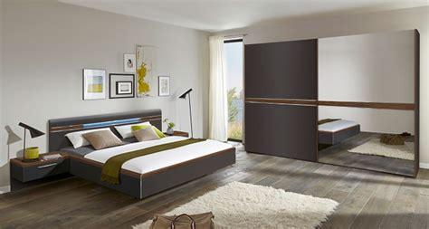 chambres à coucher adultes chambres adultes le geant du meuble