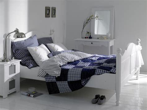 weißes schlafzimmer wei 223 es schlafzimmer mit nostalgischem doppelbett