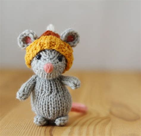 knit animals corn mouse by yarnigans on etsy 14 00