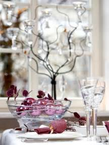 Decorations like stars in the pattern of the napkins and tablecloth