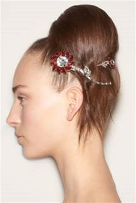 prom hairstyles hair accessories for prom you ve found the perfect prom hair trends add detail to your prom hairstyle with