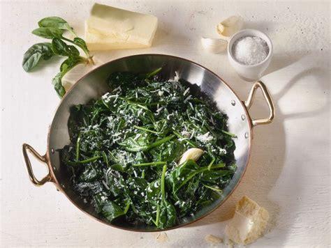 cucinare gli spinaci in padella ricetta spinaci in padella donna moderna