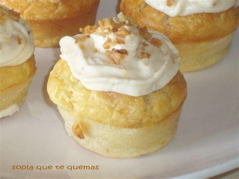 cupcakes salados recetas cupcakes salados con frosting de cebolla frita recetas