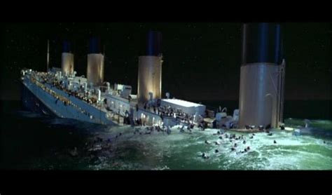 titanic boat scene pic the titanic sinking scene titanic fanpop page 10