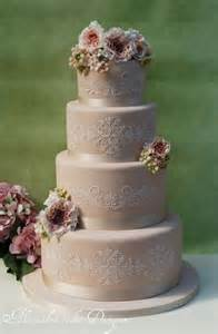 30 chic vintage style wedding cakes with an old world feel weddingomania