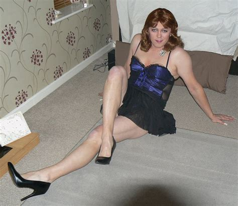 feeling sexier ( crossdresser )   look slimmer here