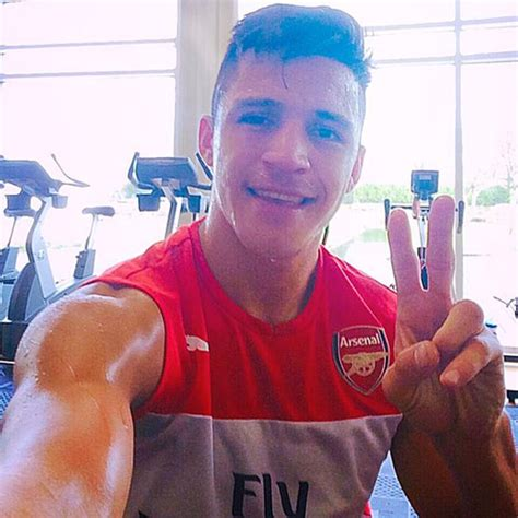 alexis sanchez instagram photo arsenal s alexis sanchez snaps post training selfie