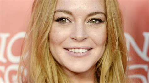 emma stone mean girl lindsay lohan asks emma stone to co star in mean girls 2