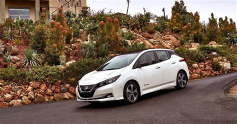 nissan leaf singapore nissan unveils new leaf icon of intelligent mobility at