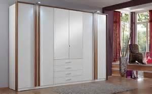 chambre a coucher avec grande armoire solutions pour la