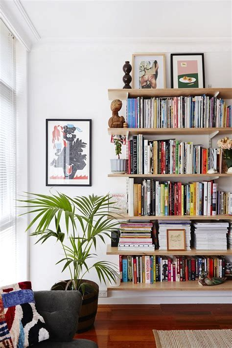 25 best ideas about apartment bookshelves on