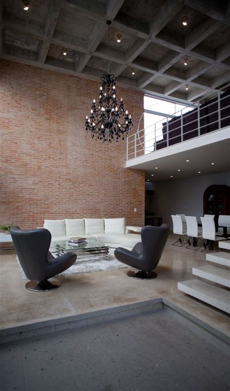 Warm Minimalist Living Room Interior Courtyard And High Ceiling Shape Clever Canc 250 N House